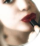 receptionist-story-01-lipstick-in-mirror