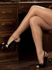 receptionist-story-01-shoes